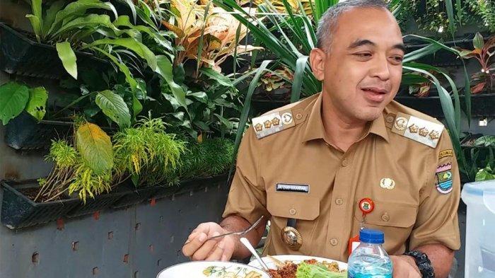 Jengkol dan Makanan Asli Betawi, Makan Siang Kesukaan Bupati Ahmed Zaki Iskandar