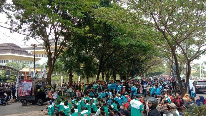 Berunjuk Rasa di Depan Gedung DPRD Banten, Ini Tuntutan Buruh