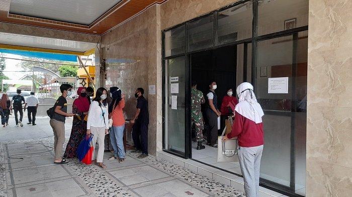Calon Siswa SMA dan Orang Tua di Banten Datangi Sekolah Usai Server PPDB Down