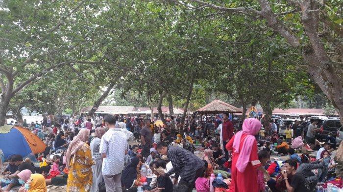 Pengunjung Pantai Pasir Putih Carita Mencapai 1000 Orang, Pengelola: Puncaknya Besok