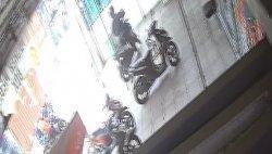 Detik-detik Aksi Pencurian Sepeda Motor Terekam CCTV di Tangsel, Tak Sampai 1 Menit Raib