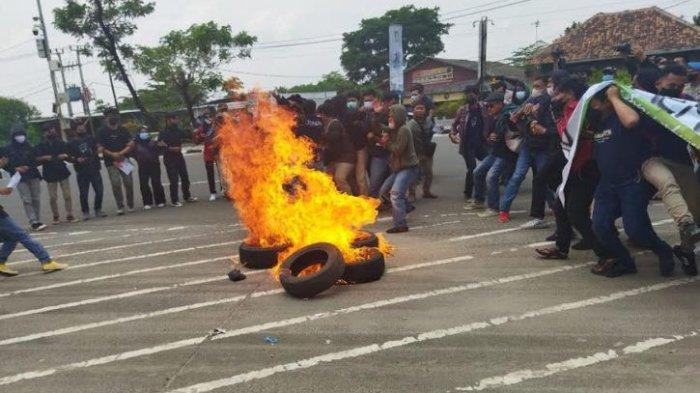 Demo Mahasiswa di HUT ke-21 Banten Berakhir Ricuh, 13 Orang Dibawa ke Kantor Polisi