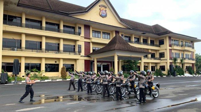 Ditsamapta Polda Banten melakukan latihan Pengendalian Massa (Dalmas) di lapangan Mapolda Banten, Kota Serang, Rabu (15/1/2020).