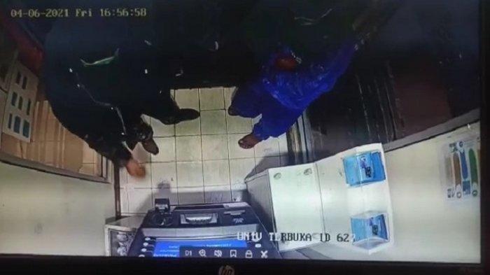 Detik-detik Pembobolan Mesin ATM di Universitas Terbuka Pamulang, 2 Pelaku Beraksi saat Hujan Deras