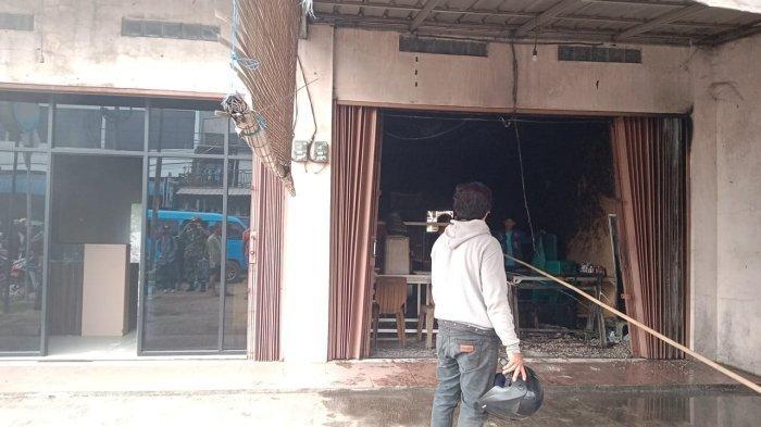 Karyawan Rumah Makan Lupa Matikan Arang, 2 Ruko di Kramatwatu Terbakar