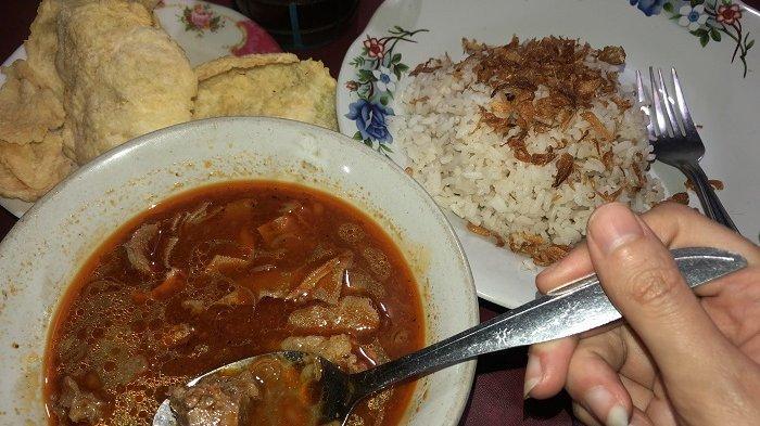 Nikmatnya Empal Daging Khas Serang Mang Deni, 20 Tahun Berdiri Tetap Ramai Diserbu Pembeli