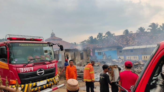 Jelang Lebaran, Kebakaran Menimpa Empat Rumah Warga di Lebak