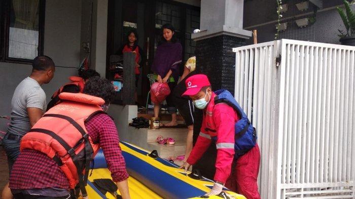 Palang Merah Indonesia (PMI) Provinsi Banten tanggap darurat banjir yang terjadi di sejumlah daerah pada Sabtu (20/2/2021).