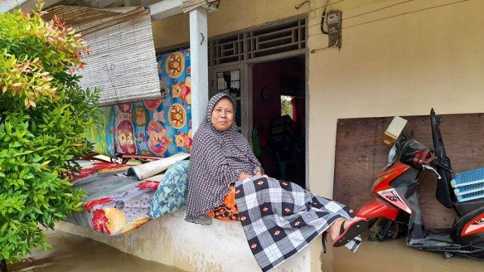 Nenek asal Lebak Pilih Bertahan di Rumah dengan Suami Saat Banjir, Ternyata Alasannya Bikin Terharu