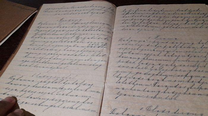 buku yang memuat 145 resep masakan kuno.