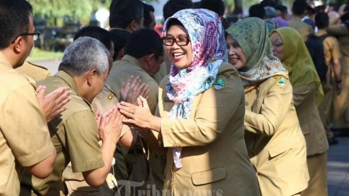 Bupati Iti Jayabaya Wajibkan PNS Hingga Kepala Dinas Share Loc Saat Libur Lebaran