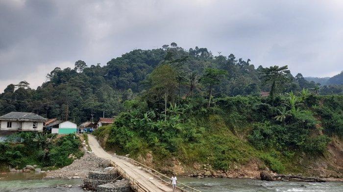 Roboh Akibat Diterjang Banjir, Gubernur Banten Instruksikan Dinas PUPR Bangun Jembatan Muhara
