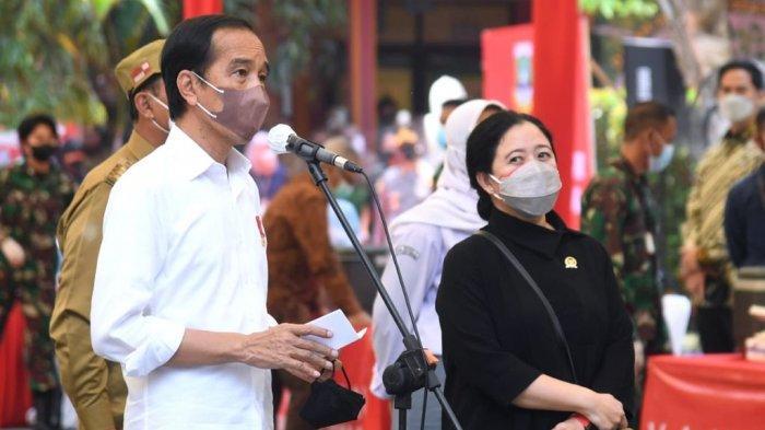 Foto Presiden Joko Widodo dan Ketua DPR RI, Puan Maharani memantau pelaksanaan vaksinasi Covid-19 di Banten