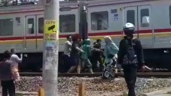 Terjadi Lagi Kecelakaan di Perlintasan KRL Tanah Abang-Rangkasbitung, Pemotor Tewas Tertabrak Kereta