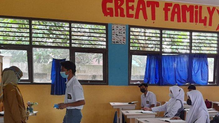 Hari Pertama PTM SMA di Kabupaten Serang, Banyak Siswa Canggung karena Tak Saling Kenal