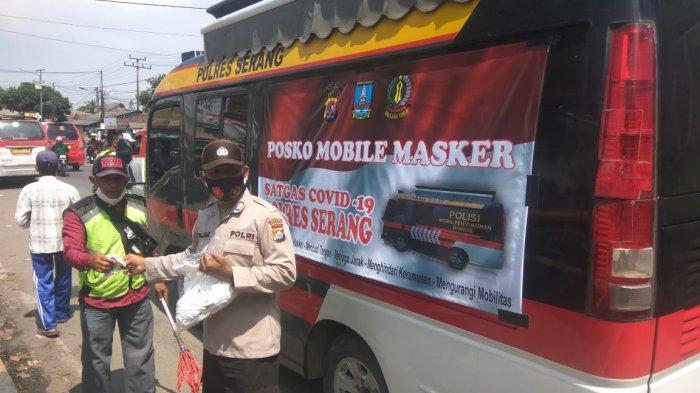 Distribusi Masker Gratis kepada Warga, Polres Serang Terjunkan KendaraanPosko Mobile