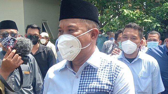 Di depan Makam Ayah, Eks Wali Kota Cilegon Iman Ariyadi Bersikukuh Tak Korupsi : Saya Berani Sumpah