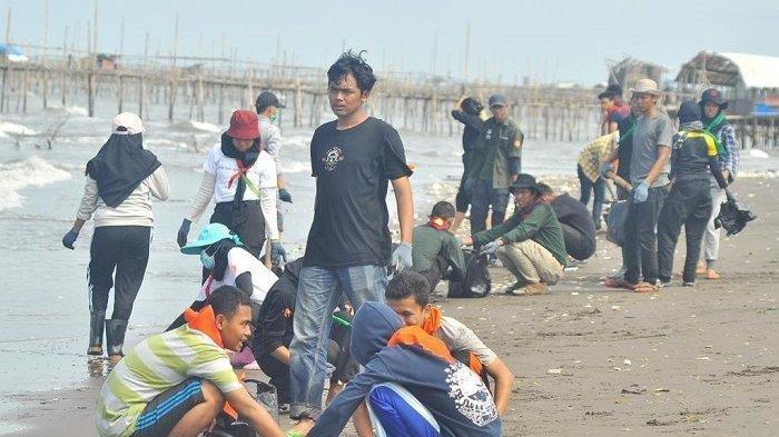 Bupati Tangerang Marah Lihat Ribuan Wisatawan Padati Pantai Tanjung Pasir, Tempat Wisata Ditutup
