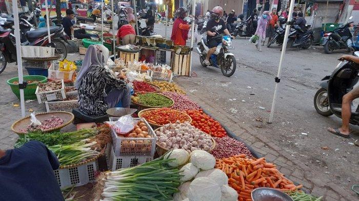 Pedagang Pasar Rangkasbitung Keluhkan Pembatasan Jam Operasional: Suami-Anak Mau Dikasih Makan Apa?