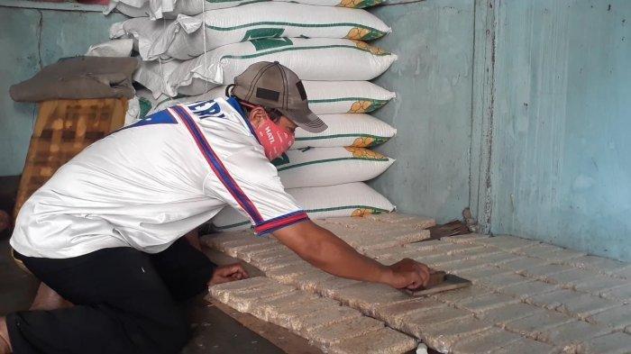 Harga Kedelai Melonjak Naik, Perajin Tempe di Tangsel Kecilkan Ukuran Agar Tidak Rugi