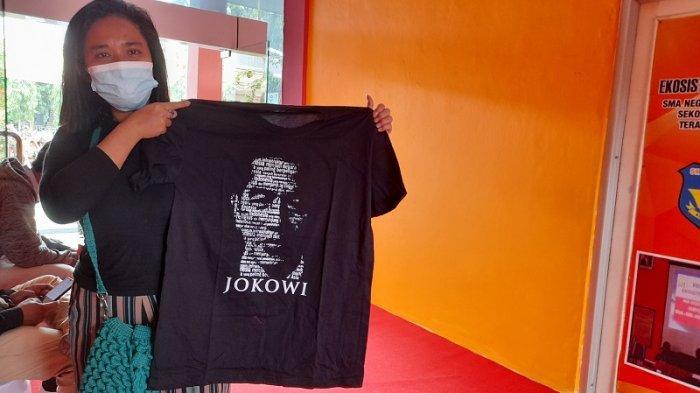 Cerita Bangga Silviana, Warga Kota Serang yang Dapat Kaos dan Buku Jokowi