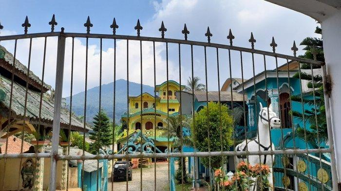 Kerajaan Angling Dharma Bangun Rumah untuk Warga Pandeglang, Pengamat: 'Raja' Prihatin
