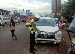 Viral Sopir Pamer Pelat Nomor Mobil di Lampu Merah Ciruas, Ternyata Langgar Aturan, Begini Nasibnya