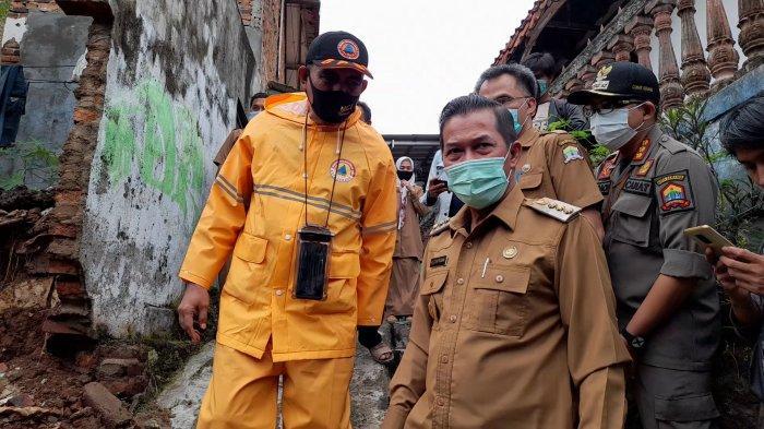 Tanah Longsor Terjadi Dua Titik di Kota Serang, Wali Kota Tinjau dan Distribusikan Langsung Bantuan