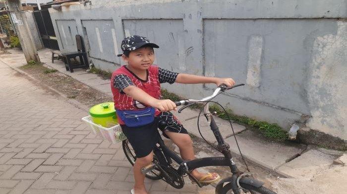 Cerita Gilang, Remaja Tangerang yang Putus Sekolah, Berjualan Mi dan Es Serba Rp 5.000