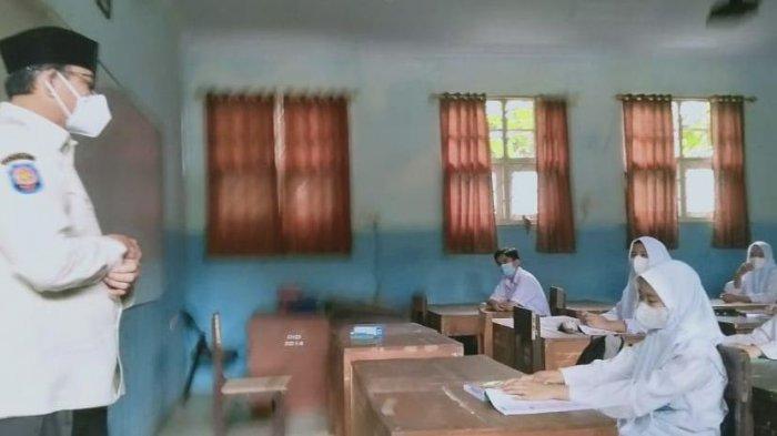 Hari Pertama PTM, Murid Baru SMAN 1 Kota Serang Kebingungan Nyari Kelas dan Toilet