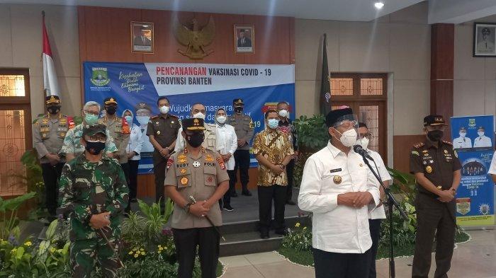Gubernur Banten didampingi Kapolda Banten, Danrem 064/Maulana Yusuf, dan pejabar lainnya meresmikan vaksinasi Covid-19 perdana di Pendopo Bupati Tangerang, Kamis (14/1/2021).