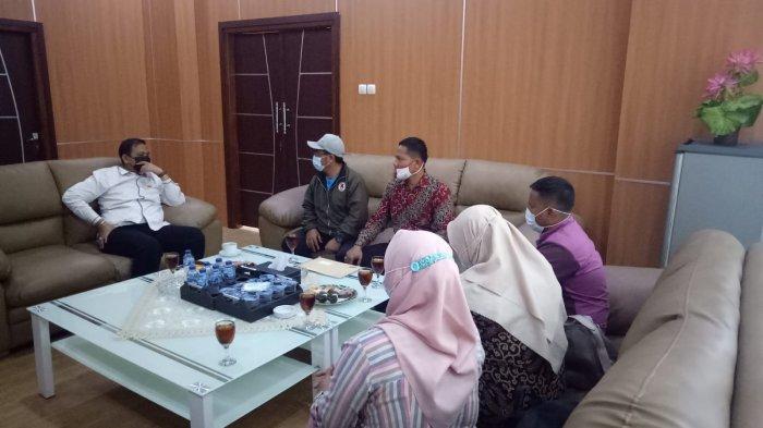 Tak Puas Jawaban Wali Kota, Puluhan Guru Honorer Mengadu ke Ketua DPRD Cilegon soal Tuntutan TKK