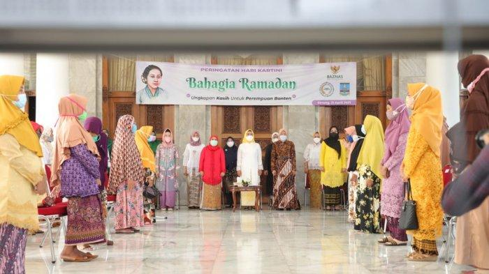 Hari Kartini, Puluhan Lansia Berbagi Kebahagiaan dengan Bupati Serang Ratu Tatu Chasanah dan KPP RI