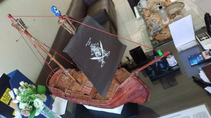 Kisah Inspiratif WBP Rutan Serang: Kreasi Miniatur Kapal dari Koran Bekas