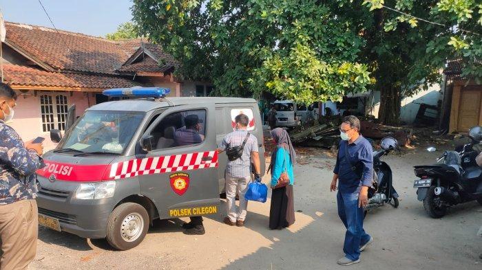 Anggota Polres Cilegon mengamankan seorang wanita yang diduga hendak membuang mayat janin bayi yang diduga hendak dibuang ibunya di lingkungan Kranggot, Kelurahan Sukmajaya, Kecamatan Jombang, Jumat (27/8/2021).