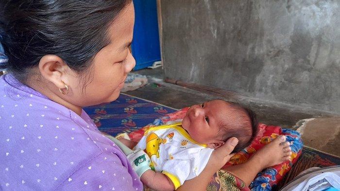 Curhat Ibu Hamil di Pandeglang Ditandu Sarung Saat akan Melahirkan: Cemas Tapi Tak Ada Pilihan