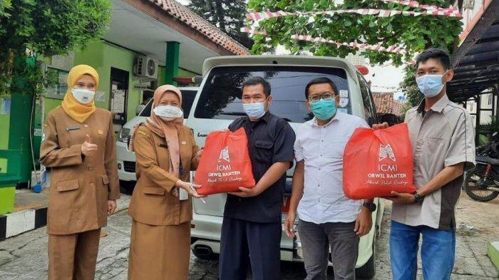 ICMI Banten Bagikan Paket Sembako Untuk Para Supir Mobil Jenazah di Banten
