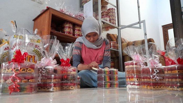 Penjual Kue Kering di Kota Serang Kebanjiran Pesanan Jelang Lebaran, Omzet Naik hingga 50 Persen