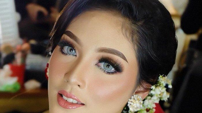 Ilustrasi make up artist rias pengantin