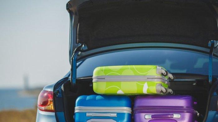 Pasutri Nekat Masukkan Mobil ke Dalam Truk Demi Mudik, Uang Rp 2 Juta Melayang