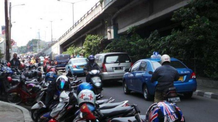 Tertibkan Parkir Liar di Jalan Raya Serang-Jakarta, Polres Serang Kota: Patuhi Aturan!