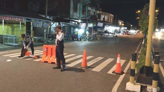 DKI Jakarta Berlakukan Jam Malam di Zona Merah Covid-19, Portal-portal Tutup