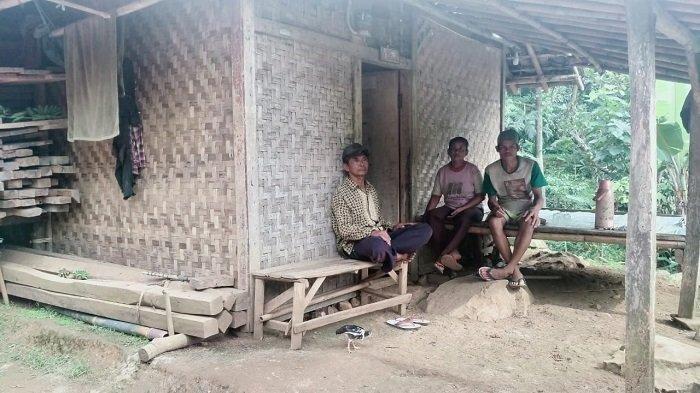 Rumah Beralaskan Tanah Masih Ditemukan di Kecamatan Curug Serang, Camat: Tuntas Dalam 100 Hari Kerja
