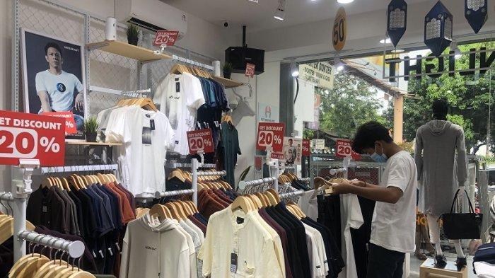 Tradisi Baju Baru saat Lebaran: Kawasan Pasar Ciputat Ramai Pengunjung