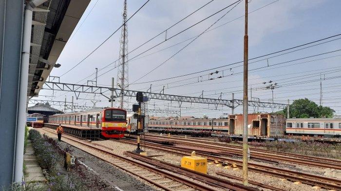 Warga Curi Start Mudik, Penumpang Padati Stasiun Rangkasbitung