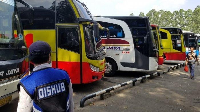 Jelang Larangan Mudik Lebaran, Warga Curi Start Pulang Kampung di Terminal Poris Plawad