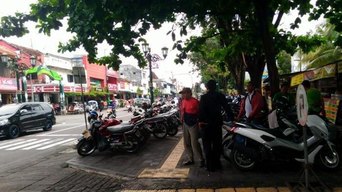 Puluhan Tukang Parkir Ancam Satu Keluarga di Tangerang, Anak Menangis, Kunci Mobil Sempat Diambil