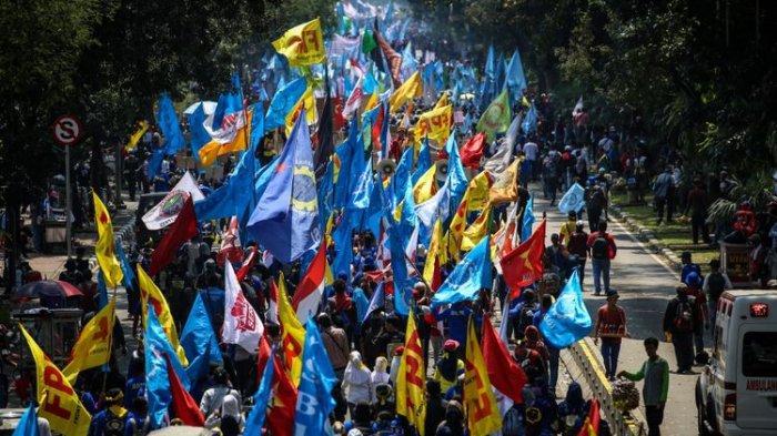 Buruh dan Mahasiswa Gelar Aksi Unjuk Rasa untuk Peringati May Day di Istana dan Gedung MK Hari Ini