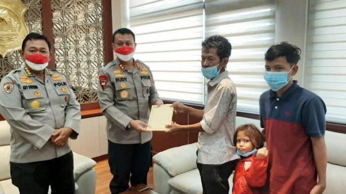 Terketuk dengan Kisah Ayah yang Mencari Seragam Bekas Untuk Anak, Kapolda Banten: Luar Biasa