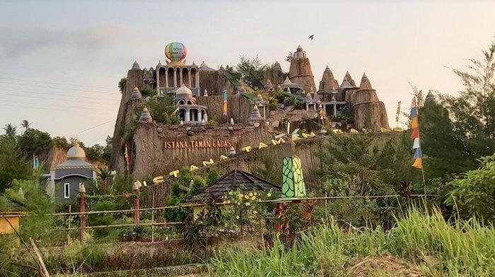 Ada 'Istana' di Bekas Galian Tambang, Yuk Intip Kemegahan Istana Taman Cadas di Serang